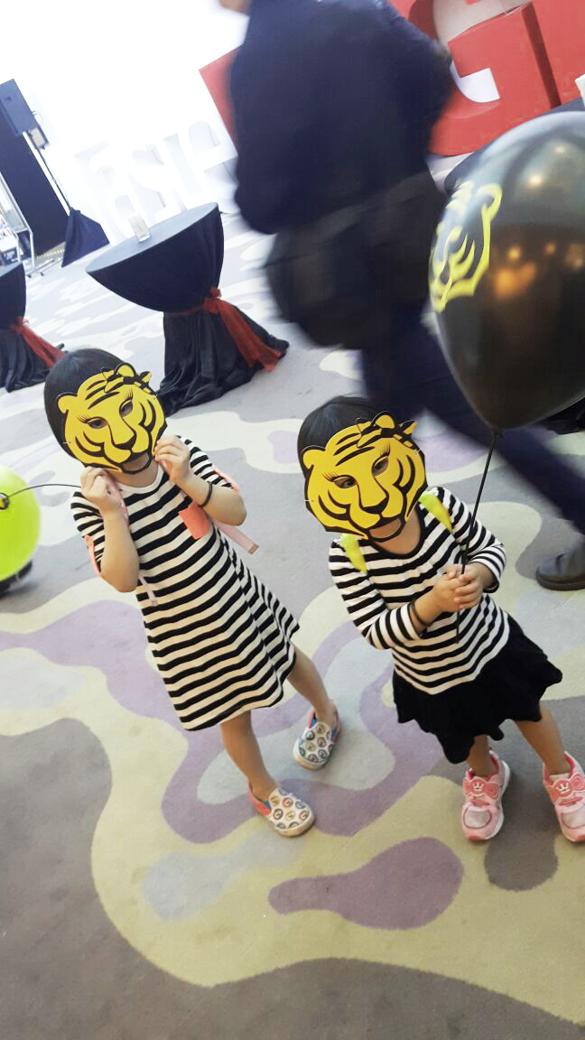 asian-tigers-malaysia-logistic-partner-for-malaysia-international-gastronomy-festival-2016-kids-with-tiger-mask
